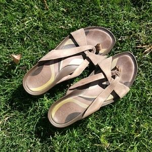 Clarks women's sandals Size 10M